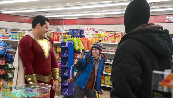 داستان فیلم Shazam از جایی آغاز میشود که جادوگری به نام شِزَم بدنبال فردی پاک و درستکار میگردد تا بتواند تمام جادوی خود و خاندانش را به او منتقل کند.