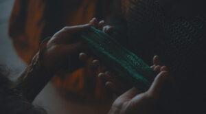 بررسی و تحلیل فیلم The Green Knight / سفری از رذالت به شرافت